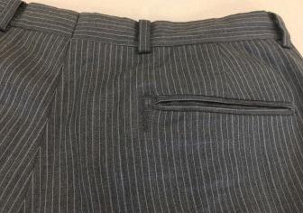 スーツ後ろポケットの端破れ修繕